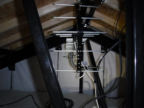 清水町徳倉地デジアンテナ屋根裏設置工事