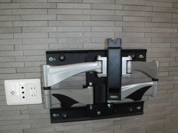 壁掛けテレビ金具取り付け工事